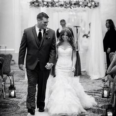 @kleinfeldbridal @ellenhunternyc @dennisbasso #dennisbasso #dennisbassobridal #ellenhunter #halo #bride #groom #weddingdress #bridalgown #philadelphia #huppah #wedding #fallwedding #mrandmrs #justmarried #newlyweds
