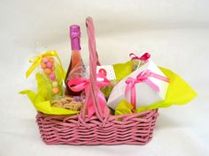 #thesweetspot www.thesweetspot.gr #pink #picnic #gift Wicker Baskets, Picnic, Diy Projects, Sweet, Flowers, Gift Ideas, Gifts, Home Decor, Candy