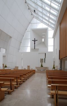 The Archi-Tourist / Chiesa Dio Padre Misericordioso (Jubilee Church) Sacred Architecture, Church Architecture, Religious Architecture, Interior Architecture, Richard Meier, Church Interior Design, Church Design, Altar Design, Modern Church