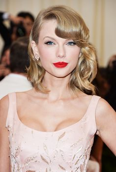 Taylor Swift's perfect red lip