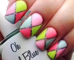 This summer is very popular manicure inspired geometric designs in colors cons. Also popular are combinations of geometric motifs, flowers or fruit. It seems that the nails have never been so impressive as this season. Colors and nail art Love love love looove