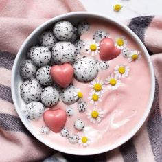 Strawberry & cranberry smoothie bowl strawberry and cranberry smothie bowl Vegan Smoothies, Fruit Smoothies, Smoothie Recipes, Cranberry Smoothie, Kreative Desserts, Snacks Saludables, Think Food, Breakfast Bowls, Aesthetic Food