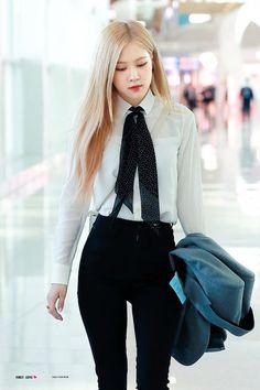Rosé photos in Saint Laurent Blackpink Outfits, Korean Outfits, Fashion Outfits, Blackpink Fashion, Korean Fashion, Fashion Ideas, Foto Rose, Tumbrl Girls, Black Pink Kpop