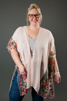 Flower Impressed Emb. Kimono Trendy Outfits, Cute Outfits, Fashion Outfits, Trendy Tops For Women, Cute Boutiques, Back To School Outfits, Affordable Clothes, Casual Wear, Latest Trends
