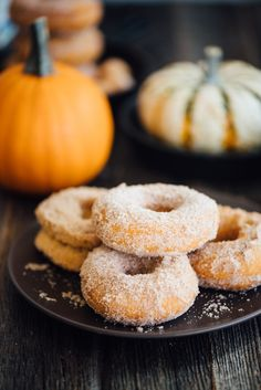 Old Fashioned Pumpkin Spice Donuts. These Pumpkin Spice Donuts have all the flavors of fall and are fluffy soft and topped with the perfect dusting of spiced sugar! Healthy Breakfast Recipes, Brunch Recipes, Fall Recipes, Dessert Recipes, Thing 1, Breakfast Time, Pumpkin Spice, Cooking Recipes, Snacks