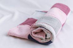 Muslin Blankets, Knitted Baby Blankets, Crib Blanket, Stroller Blanket, Felt Quiet Books, Baby Bibs, Mask For Kids, Baby Knitting, Baby Strollers