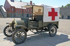 1915 Ford Model T Ambulance Lifted Ford Trucks, Old Trucks, Fire Trucks, Vintage Cars, Antique Cars, Ems Ambulance, Cool Old Cars, Military Modelling, Abandoned Cars