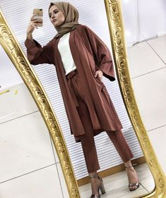 Genç Tesettür  Lamia Giyim Modern Hijab Fashion, Abaya Fashion, Muslim Fashion, Modest Fashion, Hijab Style, Hijab Chic, Muslim Girls, Muslim Women, Hijab Elegante