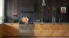 """1,487 Likes, 15 Comments - Casa Vogue Brasil (@casavoguebrasil) on Instagram: """"Que tal uma cozinha industrial e com o calor da madeira? Esta foi a ideia do escritório Nicemakers…"""""""