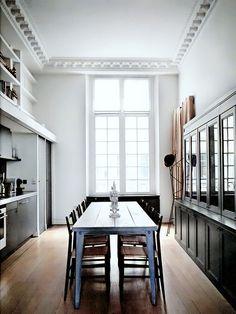 Sala de jantar com luz direta
