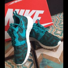 WEEKEND SALENIKE ROSHE ONE KNIT JACQUARD (6) Dark teal. Runs 1/2 large. No trades. No modeling. Nike Shoes Sneakers
