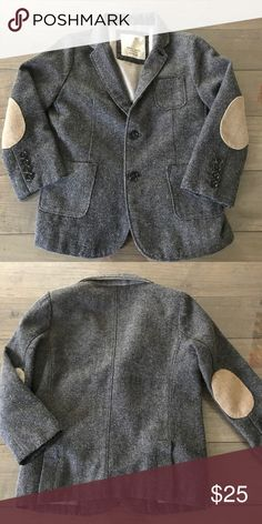Zara boys gray elbow patch blazer suit jacket coat Excellent used condition. Zara boys gray tweed blazer. Size 6 (fits like a size 5). Zara Jackets & Coats Blazers