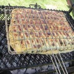 WEG tydskrif 2 rolle skilferdeeg - ontdooi en uitgerol 1 pak spinasie of vars bossie Gaar hoender (geflok of in blokkies) spek - 1 ui, 1 rooi en 1 geel rissie gekap en gebraai tot gaar. South African Dishes, South African Recipes, Braai Recipes, Cooking Recipes, What's Cooking, Pie Recipes, Veggie Recipes, Appetizer Recipes, Master Chef