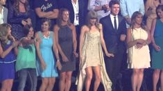 """Taylor Swift Dancing to """"Cruise"""" at CMT Awards This is THE funniest thing I have ever seen."""