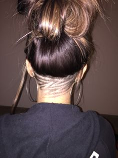 Summer Hairstyles : Zig-Zag Undercut Hair Designs For The Most Bold And Badass Ladies Photos Shaved Undercut, Undercut Long Hair, Undercut Hairstyles Women, Cool Hairstyles, Creative Hairstyles, Summer Hairstyles, Wedding Hairstyles, Nape Undercut Designs, Girl Undercut Design