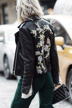 What's trending: women's street style for fall/winter 2017 Floral Fashion, Look Fashion, Fashion Outfits, Fashion Design, Womens Fashion, Street Fashion, Feminine Fashion, Milan Fashion, Streetwear Mode