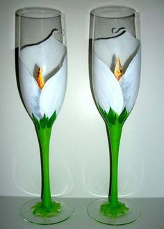 Items similar to White Calla Lily Set of 2 - 6 oz. Hand Painted Champagne Flutes Toasting Glasses Arum-Lily Wedding Anniversary Flower White Flowers on Etsy Wine Glass Crafts, Wine Craft, Wine Bottle Crafts, Bottle Art, Diy Wine Glasses, Decorated Wine Glasses, Hand Painted Wine Glasses, Painted Champagne Flutes, Champagne Glasses