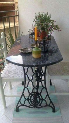 Ideas Sewing Machine Vintage Table Upcycled Furniture For 2019 Antique Sewing Machine Table, Diy Sewing Table, Antique Sewing Machines, Refurbished Furniture, Repurposed Furniture, Table Furniture, Furniture Makeover, Furniture Ideas, Singer Sewing Tables