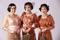 วันนี้อ่านไปได้ครึ่งเล่มแล้วครับ จับแล้ววางไม่ลงจริงๆ สิ่งหนึ่งที่ระหว่างอ่านเกิดสะดุดตา สะดุดใจ นั่นคือชื่อของตัวละคร หลายๆตัวละคร เป็นชื่อที่ไม่คุ้นหู..ดูแปลก Thai Traditional Dress, Traditional Outfits, Thailand History, Thailand Fashion, Thai Fashion, Thai Dress, Up Costumes, Thai Style, Bridesmaid Dresses