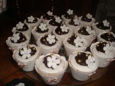 Cup Cake,recheio bombons,cobertura pasta americana com brigadeiro suíço