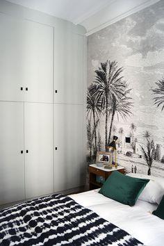 Visite privée : un appartement haussmannien cosy, coloré et chaleureux par Anne-Claire Segard - Blog Au fil des Couleurs - Papiers peints et décors muraux