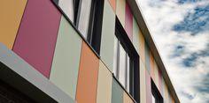 Kantoorpand Pijnacker, #MassiefNT Kunststof gevelbekleding gelijmd. Realisatie: 2015  Architect: Oosterlaan | Architectuur & Vormgeving  https://www.plastica.nl/referenties/bedrijfspand-pijnacker/