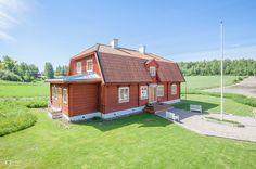 """12 tykkäystä, 2 kommenttia - Tony Halttunen (@tonyhalttunenphoto) Instagramissa: """"Viimisenpäälle kaunis talo kuvattavana. Myynnissä Porvoon Huoneistokeskuksella 😊 #asuntokuvaus…"""""""
