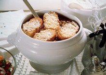 Francuska zupa cebulowa zapiekana z serem M. Gessler