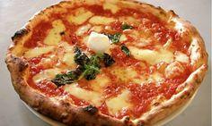L'impasto pizza sorbillo ricetta fantastica e semplice da preparare,pizza croccante e saporita,classica napoletana!Una pizza favolosa e gustosa!Ottima anche da cuocere nel fornetto ferrari! &… Pizza Legal, Pizza Napolitaine, Pizza Dough, Pizza Life, Pizza Roma, Pizza Joint, Pizza Party, Pizza Recipes, Cooking Recipes