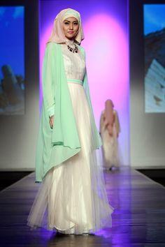 Harry Lam, Jakarta Islamic Fashion Week 2013 Islamic Fashion, Muslim Fashion, Modest Fashion, Unique Fashion, Fashion Dresses, Elegant Dresses, Pretty Dresses, Beautiful Dresses, Hijabi Gowns