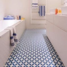 Vinyl kitchen flooring is a very popular choice by homeowners. Vinyl kitchen flooring offers many benefits to the homeowner who has children, pets, or lives an active lifestyle. These floors are ve… Vinyl Flooring Bathroom, Bathroom Vinyl, Vinyl Tiles, Kitchen Flooring, Bathroom Lino Floor, Fish Bathroom, Garage Bathroom, Cushioned Vinyl Flooring, Vinyl Sheet Flooring
