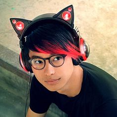 Cushioned headphones that cover the entire ear block external noise. Let's share music with cat ear speaker. It is a headphone full of originality that balances cute and cyber appearance and functionality. Bluetooth Headphones, Over Ear Headphones, Headphones Online, Running Headphones, Fancy Cats, Headphone With Mic, Red Led, Cat Gifts, Tecnologia