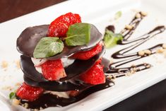 Milhojas de chocolate y fresas para San Valentín