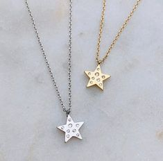 Keep shining 🌟 Stardom Pendant Necklace available in silver & gold #pendant #pendantneckace #starjewelry #simplejewelry #minimaljewelry