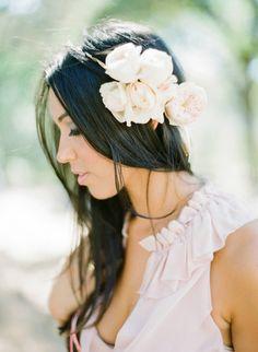 20 fresh flower hairstyles for spring + summer: http://www.stylemepretty.com/2014/05/15/20-fresh-flower-hairstyles-for-spring-summer/   Photography: www.ktmerry.com