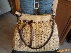 Dobrý den, na internetu jsem našla tuto tašku, upravila jsem si ji podle svého, tak jsem zkusila vyt...