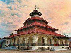 Masjid Raya Ikur Koto,  Koto Tangah, Padang, West Sumatra, Indonesia.  Built around 1900.