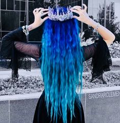 The On-Trend Summer blue Hair Color. Trying a new hair color is a recurring theme for summer. Cute Hair Colors, Pretty Hair Color, Beautiful Hair Color, Hair Color Blue, Hair Dye Colors, Purple Hair, Ombre Hair, Blue Colors, Gray Hair