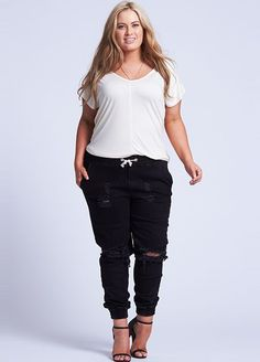 7 Spring Trends Every Curvy Girl Should Know #refinery29  http://www.refinery29.com/plus-size-spring-trends-2015#slide-3