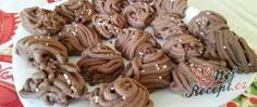 Kakaová klubka s chutí skořice Japan Garden, Kakao, Beautiful Christmas, Christmas Cookies, Cookie Recipes, Almond, Stuffed Mushrooms, Food And Drink, Vegetables