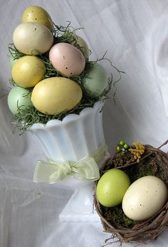What a delightfully pretty, timeless and elegant Easter egg topiary.