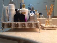 Bandeja banheiro 24x24 pérola grafite e strass com pés prata