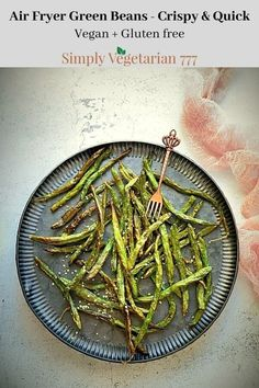 Make these super yummy Green Beans in Air Fryer. These are quick & easy to make. The recipe is vegan & gluten free. Plus comes together in 10 minutes. #airfryerrecipes #greenbeans #healthysnack #appetizer #sidedish #veganglutenfree #plantbased Air Fried Green Beans, Crispy Green Beans, Vegan Appetizers, Appetizer Recipes, Vegetarian Recipes, Vegetarian Platter, Vegetarian Thanksgiving, Italian Spices, Curry Spices