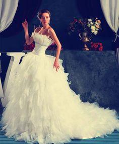 White Scalloped Feathers Chiffon Ruffles Wedding Dress
