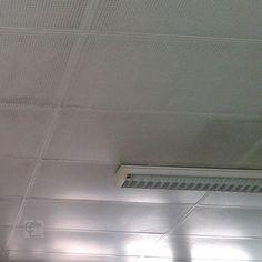 Lille. Plafond en plaques perforées en fibro ciment amianté. #diagnosticsimmobiliers #amiante #asbestos #nord #lille