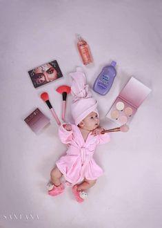 Monthly Baby Photos, Newborn Baby Photos, Baby Poses, Newborn Pictures, Baby Girl Newborn, Cute Baby Wallpaper, Baby Girl Pictures, Girl Baby Shower Decorations, Foto Baby