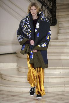 Fashion Week Paris Fall/Winter 2017 look 7 from the Etudes collection menswear Men's Fashion, Catwalk Fashion, Grunge Fashion, Fashion Week, Fashion Show, Fashion Trends, Paris Fashion, Etudes Studio, Fashion Graphic Design