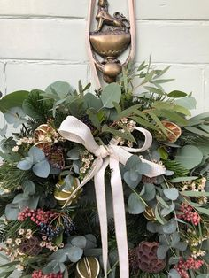 Christmas // How to Make a Wreath - Roses and Rolltops Fresh Christmas Wreaths, How To Make Wreaths, Door Wreaths, Decks, House Plants, Floral Wreath, Projects To Try, Roses, Xmas