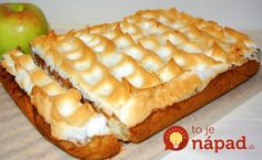 Skvelý koláč s jablkami, krehkým cestom, krémom a snehovou perinkou. Je vynikajúci a určite vám spraví pekný deň!