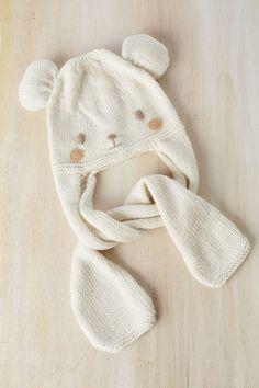 Esta semana empieza el otoño y es momento de tejer gorritos calentitos para los días de viento y frío. Es por eso que os regalamos el patrón... Baby Knitting Patterns, Baby Hats Knitting, Knitting For Kids, Crochet For Kids, Diy Crochet, Knitting Stitches, Crochet Dolls, Crochet Baby, Knitted Hats